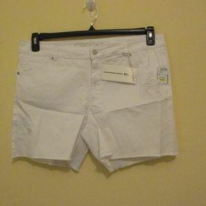 NWT - COUNTERPARTS white shorts - sz 16 - MSRP $44